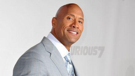 """Dwayne """"The Rock"""" Johnson kann seinen Töchtern keinen Wunsch abschlagen. (cos/spot)"""