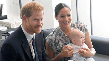 Kleinfamilie mit große Herzen: Prinz Harry, seine Frau Meghan und das gemeinsame Söhnchen Archie. (stk/spot)
