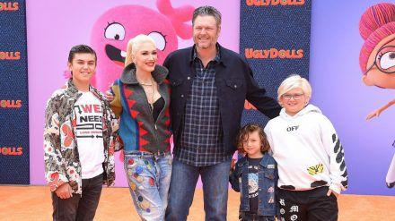Blake Shelton und Gwen Stefani mit ihren Kindern Kingston (l.), Apollo (2.v.r.) und Zuma (r.) im April 2019 in Los Angeles. (wag/spot)