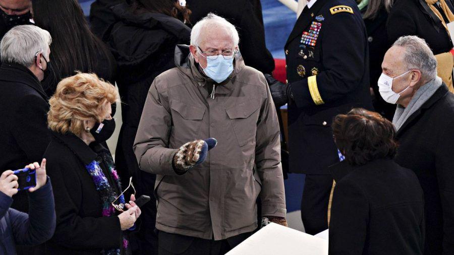 Bernie Sanders bei Inauguration - Seine Gore-Tex-Jacke ist der Hit im Netz