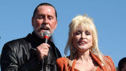 Dolly Parton feiert ihren 75. und dann stirbt Bruder Randy
