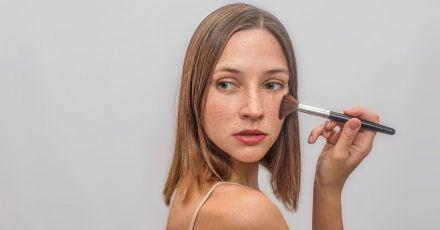 Faux Freckles: So bekommt ihr den neusten TikTok-Trend hin!