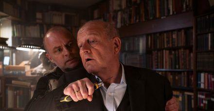Tobias Nagel (André Röhner, l) und  Wilsberg (Leonard Lansink).