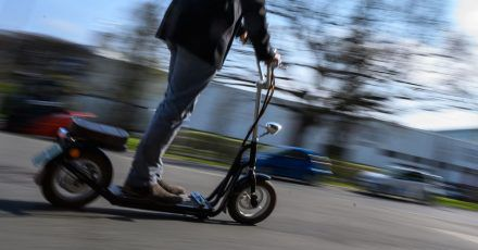 Kalt, aber trocken: An solchen Wintertagen ist die Fahrt auf dem E-Scooter meist nicht problematischer als sonst.