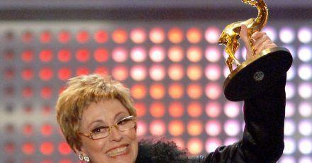 Caterina Valente erhält 2005 den Ehren-Bambi.