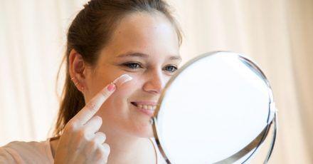Im Winter ist die Haut besonders strapaziert - Produkte mit Lipiden schützen in der kalten Jahreszeit.