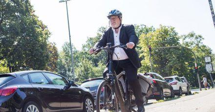 Immer mehr ältere Menschen sind mit E-Bikes unterwegs.
