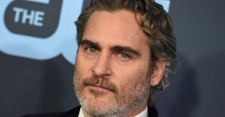 Schauspieler Joaquin Phoenix kommt 2020 zur Verleihung der Critics' Choice Movie Awards.