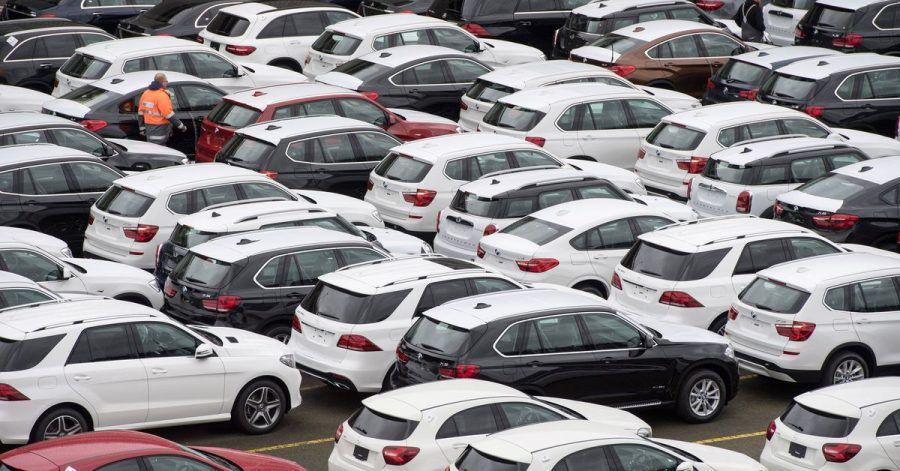 Die im vergangenen Jahr in Deutschland neu zugelassenen Autos stoßen deutlich weniger CO2 aus.