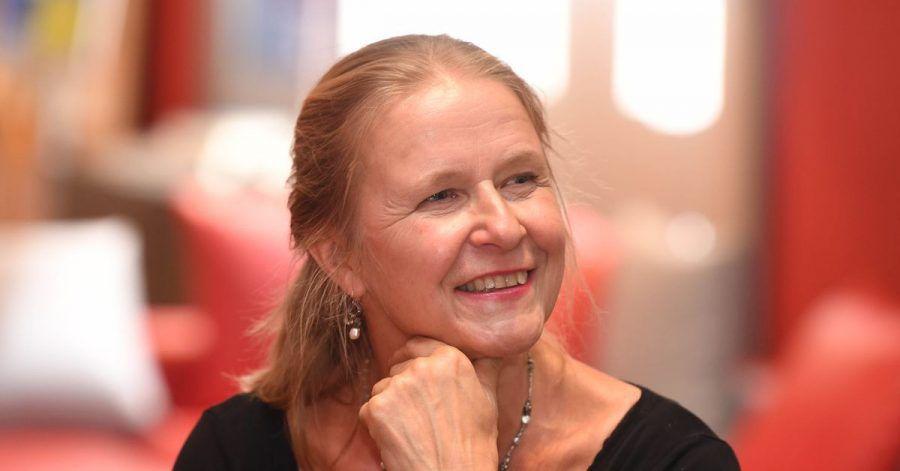 Die Kinder- und Jugendbuchautorin Cornelia Funke hat ein poetisches Buch über Sterben und Tod geschrieben.