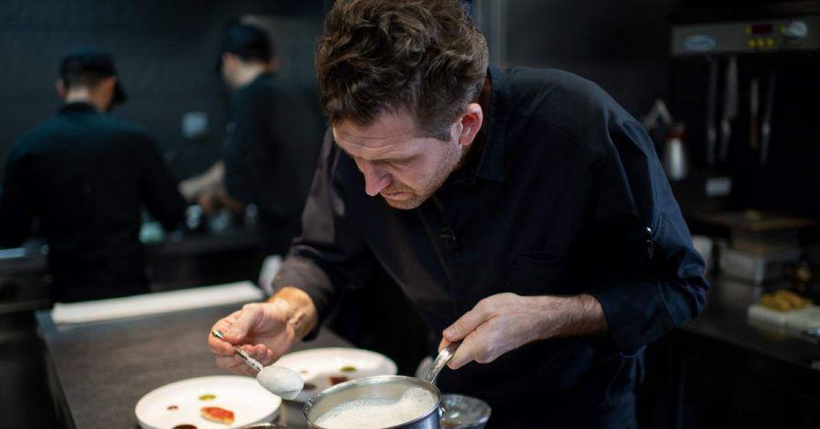 Der französische Küchenchef Alexandre Mazzia in der Küche seines Restaurants «AM».