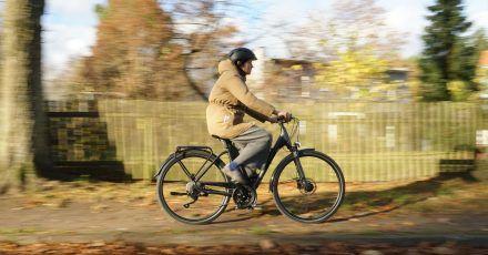 Das Kettler Traveller 3.0 ist anders als der Name suggeriert kein Reiserad, eignet sich als Trekkingrad aber durchaus für Touren außerhalb der Stadtgrenzen.
