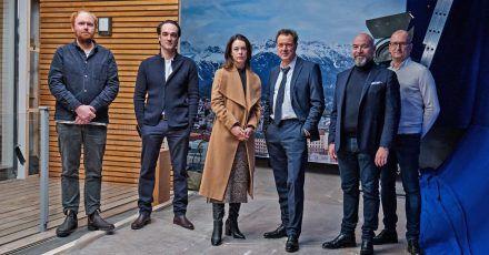 Tobias von dem Borne (Kamera, l-r), David Nawrath (Regie), Paula Beer, Sebastian Koch, Al Munteanu (Square One) und Thomas Hroch (Mona Film) beim Beginn der Dreharbeiten.