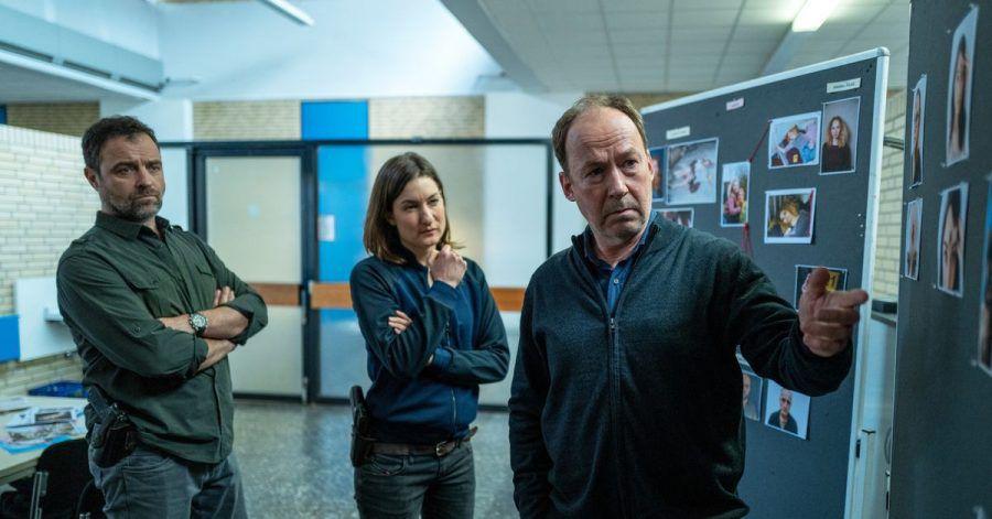 Die Kommissare Vincent Ruiz (Jürgen Maurer, l) und Anna Bartholome (Marie Leuenberger) mit Psychiater Joe Jessen (Ulrich Noethen).
