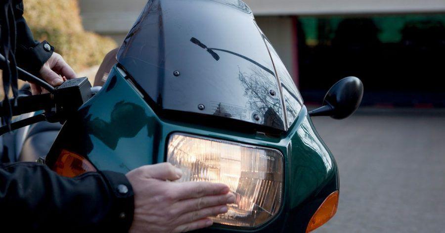 Sauber und funktionstüchtig: Biker prüfen die Lichtanlage ihres Motorrades besser regelmäßig.