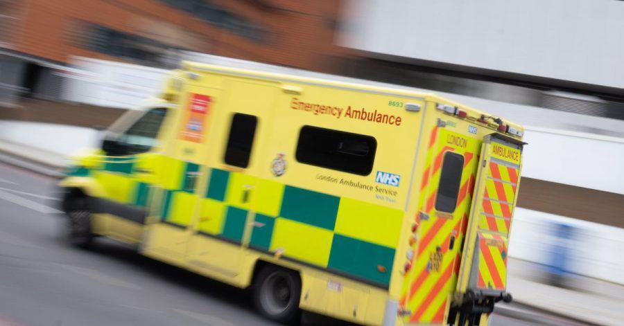 Ein Krankenwagen kommt im Zentrum Londons vor einem Hospital an.