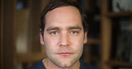 Der deutsche Sänger Axel Bosse möchte einmal im Monat soziale Organisationen und engagierte Persönlichkeiten in kurzen Filmen vorstellen.