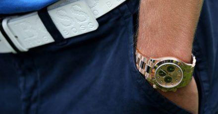 Teure Uhren gelten oft als Luxus und wurden vor der Pandemie eher seltener in Onlinekäufen getätigt. Das ändert sich im Moment.