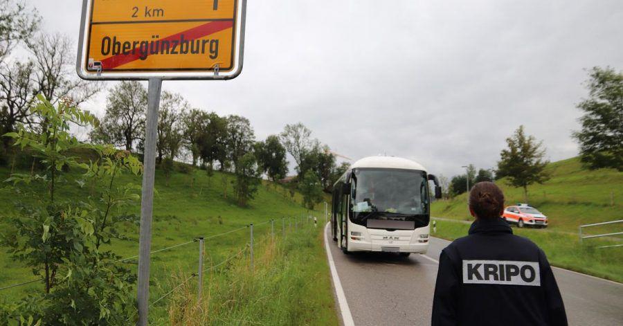 Vor denAugen anderer Passagiere hat ein Mann in einem Bus seine getrennt lebende Ehefrau erstochen.