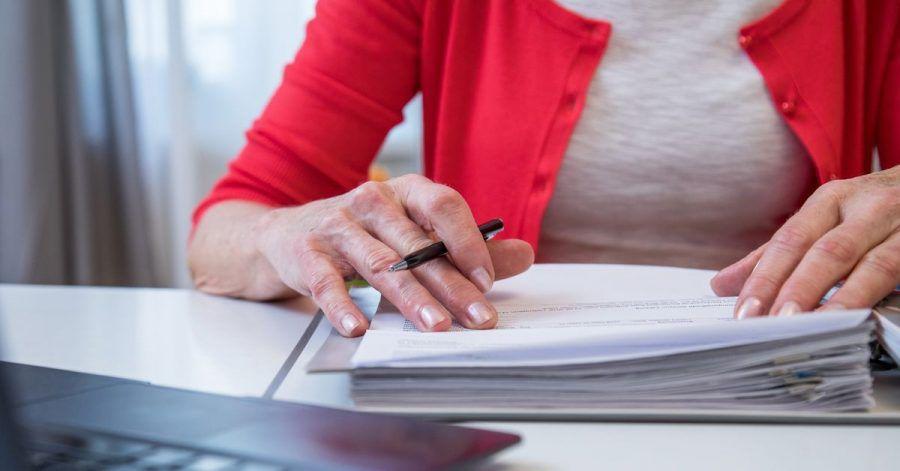 Wird das Geld knapp, sollte die Rentenversicherung nicht gleich gekündigt werden. Besser ist es, sie beitragsfrei zu stellen.
