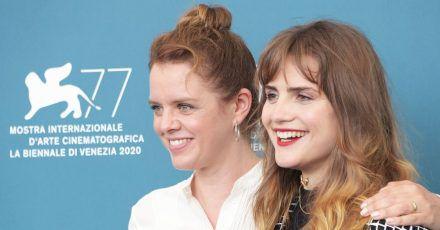 Julia von Heinz (l) und Mala Emde stellen ihren Film «Und morgen die ganze Welt» beim Filmfestival von Venedig vor.