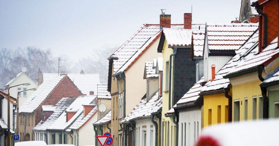 Wer die Kellertür im Winter geschlossen hält, spart Energie und hat es trotzdem wärmer im Haus.