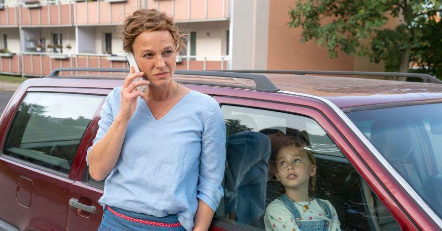 Der Urlaub mit Tochter Alma (Aenni Lade)fällt aus. Kriminalhauptkommissarin Olga Lenski (Maria Simon) wird noch einmal gebraucht.