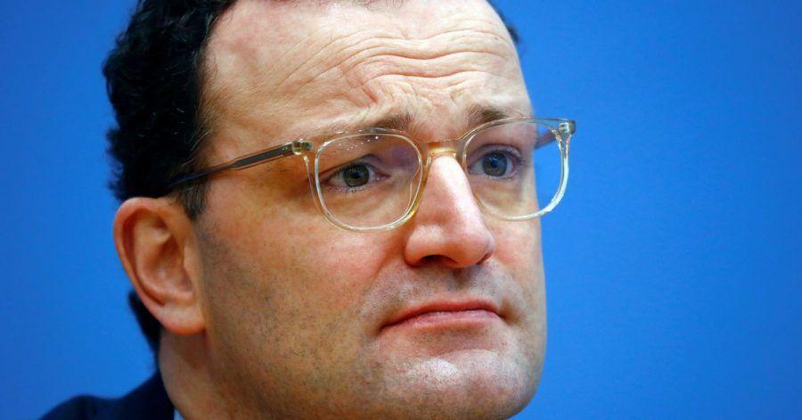 Jens Spahn (CDU), Bundesminister für Gesundheit, nimmt an einer Pressekonferenz zur aktuellen Lage in der Corona-Pandemie teil.