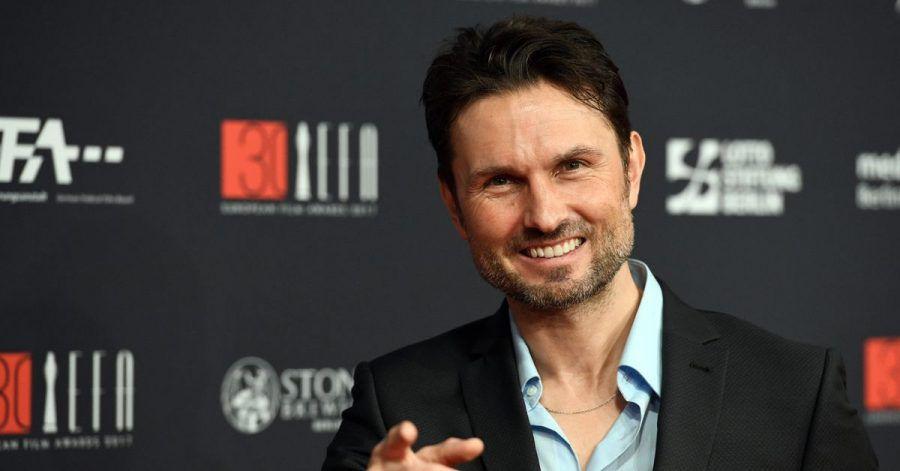 Der Regisseur Simon Verhoeven kommt 2017 zur Verleihung des 30. Europäischen Filmpreises in Berlin.