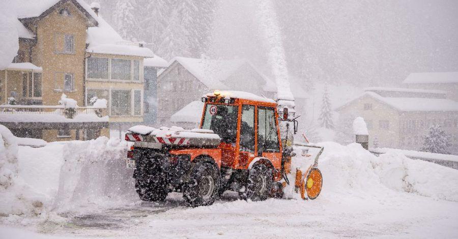 In der Schweiz herrscht wegen massiver Schneefälle immer noch hohe Lawinengefahr.