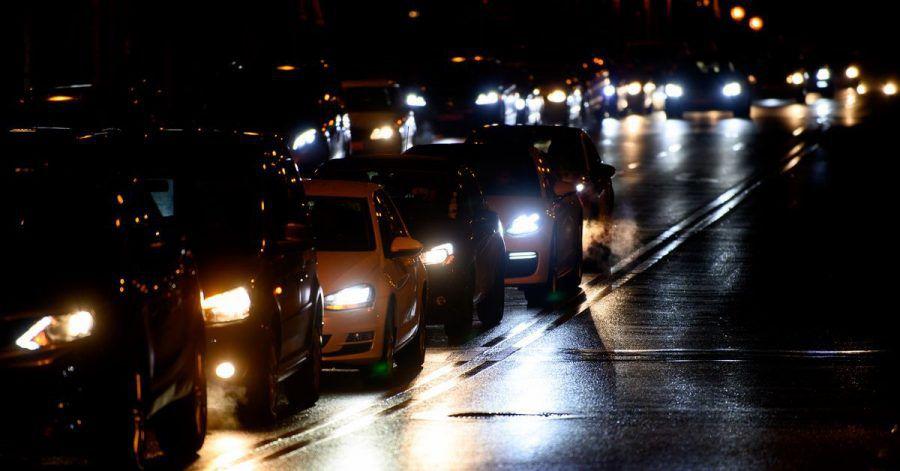 74 Prozent der in Deutschland Befragten ziehen ihr eigenes Fahrzeug den öffentlichen Verkehrsmitteln vor.
