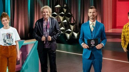 """Joko Winterscheidt mit seinen Kontrahenten in """"Wer stiehlt mir die Show?"""". (jom/spot)"""