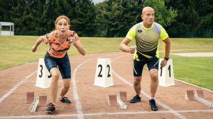 """""""Sportabzeichen für Anfänger"""": Stefanie (Andrea Sawatzki) und Bertram (Christian Berkel) wollen sich keine Blöße geben. (cg/spot)"""