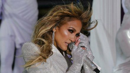 Jennifer Lopez während ihres Auftritts auf dem Times Square (wue/spot)