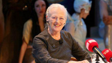 Königin Margrethe II. bei einer Pressekonferenz. (stk/spot)