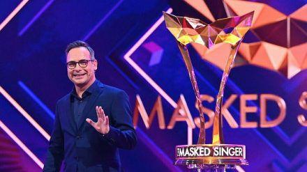 """Matthias Opdenhövel führt als Moderator auch durch Staffel vier von """"The Masked Singer"""". (cos/spot)"""