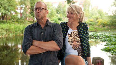 """""""Liebe ist unberechenbar"""": Der Forscher Leonard (Heino Ferch) und die Cafébetreiberin Judith (Tanja Wedhorn) haben wenig gemeinsam (cg/spot)"""