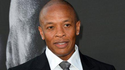 Dr. Dre muss sich wegen eines Gehirn-Aneurysmas behandeln lassen. (jom/spot)