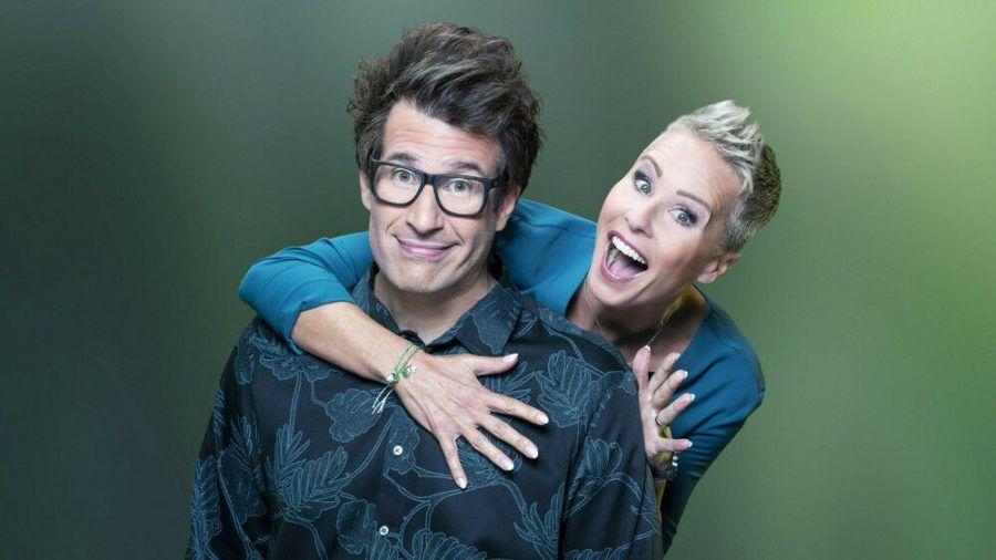 """Daniel Hartwich und Sonja Zietlow moderieren """"Die große Dschungelshow"""". (cos/spot)"""