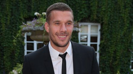 Lukas Podolski ist Vater zweier Kinder. (cos/spot)