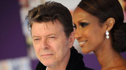 David Bowie und Iman Abdulmajid gaben sich 1992 das Jawort. (cos/spot)