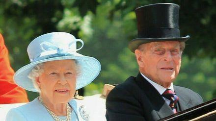 Queen Elizabeth II. und Prinz Philip bei einer Parade anlässlich des Geburtstags der Königin im Jahr 2017 (rto/spot)