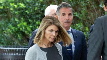 Mossimo Giannulli und seine Frau Lori Loughlin kurz nach einer Anhörung zum Bestechungsskandal (stk/spot)