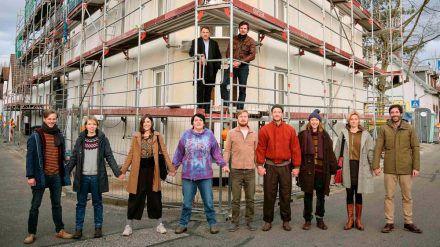 """Der Hauptcast von """"Das ist unser Haus"""" besteht nicht nur aus Schauspielern... (dr/spot)"""
