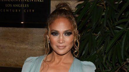 Jennifer Lopez setzt auf Hautpflege und Freundlichkeit. (cos/spot)