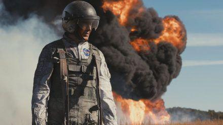 Immer wieder kommt Testpilot Neil Armstrong (Ryan Gosling) gerade so mit seinem Leben davon (stk/spot)