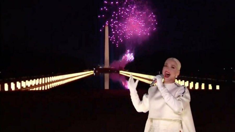 """Katy Perry spielte """"Fireworks"""" - vor Feuerwerk (mia/spot)"""