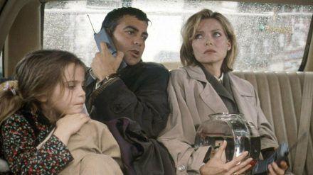 """George Clooney und Michelle Pfeiffer in der Komödie """"Tage wie dieser..."""". (cos/spot)"""