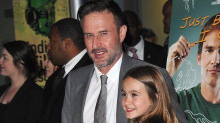 Schauspieler David Arquette im Jahr 2015 mit seiner Tochter Coco bei einem Event (ncz/spot)