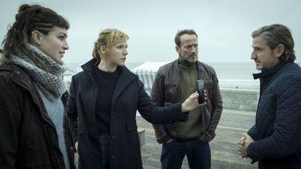 """Der """"Tatort: Tödliche Flut"""" lief am Sonntag, 24.01.21, um 20:15 Uhr im Ersten. Julia Grosz (Franziska Weisz) und Falke (Wotan Wilke Möhring) ermitteln. (hub/spot)"""